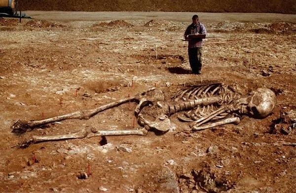 2-esqueleto_gigante