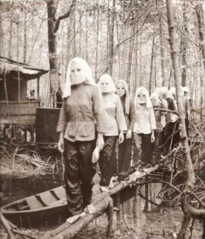 4-mulheres de mascara
