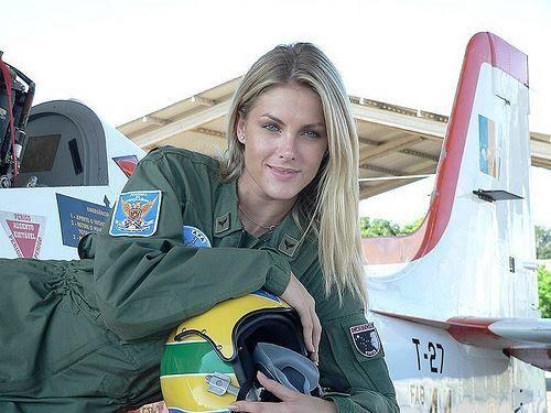 Ana Hickmann a capitã russa