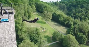 Empresa faz o primeiro bungee jump sem fios do mundo! Será? (foto: Reprodução/YouTube)