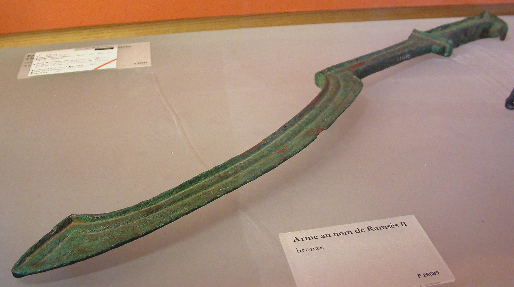 Espada encontrada junto à tumba de Ramsés II! (foto: Reprodução/Louvre)