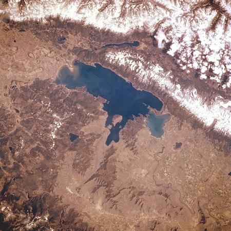Flathead Lake em Montana, nos Estados Unidos! (Foto: Wikipedia)