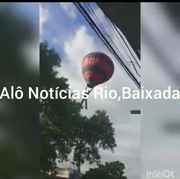 Traficantes amarraram o corpo de um homem num balão no Rio de Janeiro?