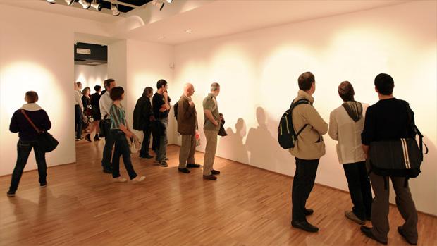 Visitantes pagam muitos dólares para ver as obras de arte invisíveis de Lana Newstron! Será verdade? (foto: Divulgação)
