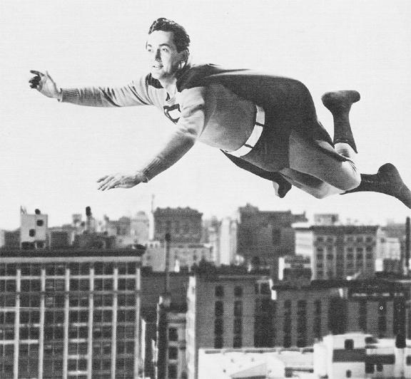Kirk Alyn como Superman! (foto: Reprodução/DC Wikia)