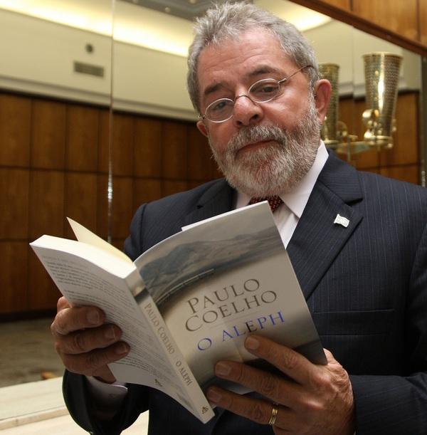 Lula e o livro de Paulo Coelho - Foto original