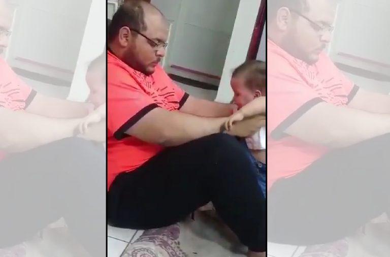 O homem flagrado batendo em criança foi espancado na prisão?