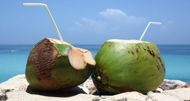 É verdade que a água de coco quente cura o câncer?