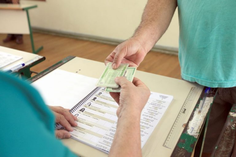 É falso que o voto não será contado sem o comprovante de votação!