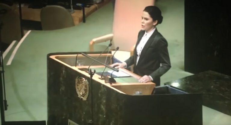 Uma câmera escondida gravou um discurso na ONU confirmando o primeiro contato humano com seres extraterrestres?