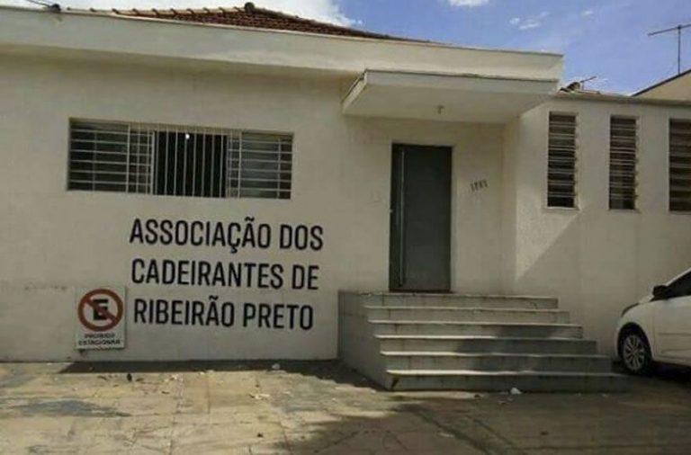 A Associação dos Cadeirantes de Ribeirão Preto não tem rampa de acesso?