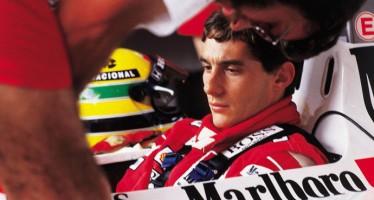 Ayrton Senna teria sido assassinado com um tiro segundos antes de bater na curva Tamburello! Será? (foto: Reprodução/Facebook)