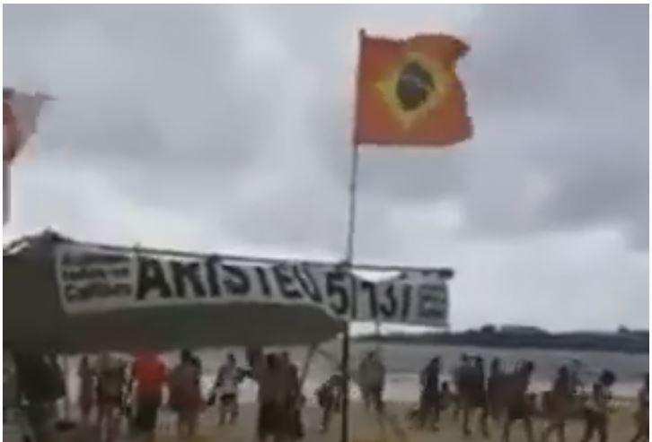 Bandeira vermelha hasteada na praia de Copacabana deixa banhistas indignados! Será verdade? (foto: Reprodução/Facebook)