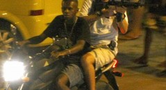 Bandido com o fuzil teria sido o mesmo que foi morto pela Polícia no Rio de Janeiro! Será verdade? (foto: Reprodução/Facebook)