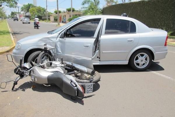 Abalroamento com moto é atropelamento? (foto: Reprodução/Facebook)