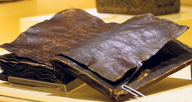 Bíblia de 1500 teria deixado o Vaticano preocupado! (foto: Reprodução/YouTube)