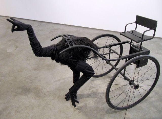 """Que animal estranho é esse com """"cabeça de mão"""" e puxando uma carroça?"""