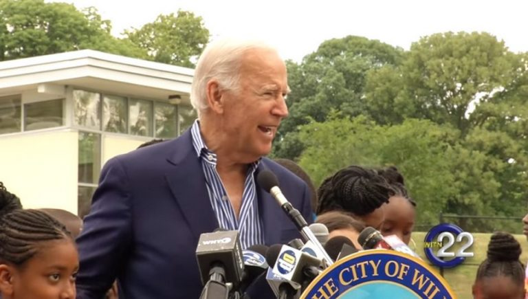 """Discurso de Joe Biden sobre """"crianças pulando no colo"""" é verdadeiro ou falso?"""