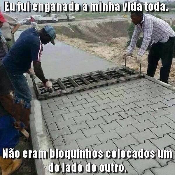 Os bloquinhos das calçadas seriam apenas riscos no cimento! Verdade ou farsa? (foto: reprodução/Facebook)