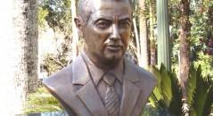 Governo brasileiro inaugura estátua em homenagem ao traficante executadona Indonésia! Será verdade? (foto: Reprodução/Facebook)