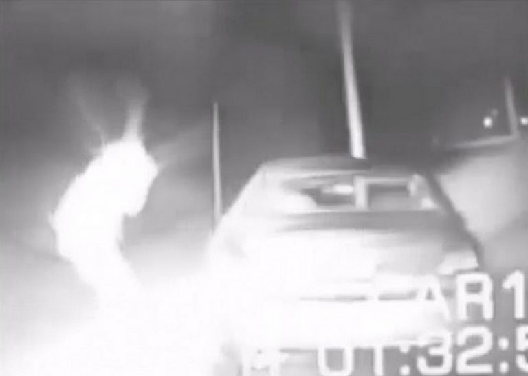 """Um """"vídeo secreto do Pentágono"""" divulgado na Deep Web mostra um policial se """"teleportando""""?"""