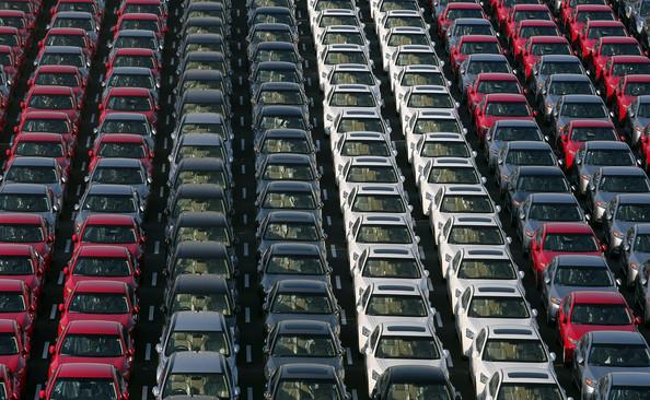 Carros esperando pelo embarque em um porto no Japão!