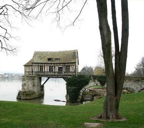 Antigo moinho localizado em Vernon, na França