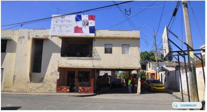 Frente da casa, que fica na República Dominicana (reprodução/)
