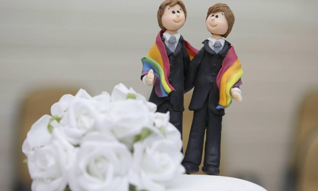 Uma americana está processando todos os gays do mundo?