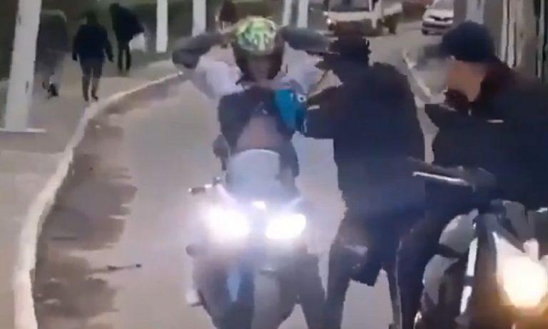 Vídeo mostra um flagrante de roubo de moto em plena luz do dia?