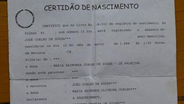 A certidão de nascimento do homem só foi tirada em 1974! (Reprodução)