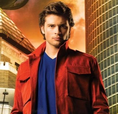 Tom Welling fez o jovem Clark Kent em Smallville e ainda não sofreu com a falsa maldição! (foto: Divulgação)