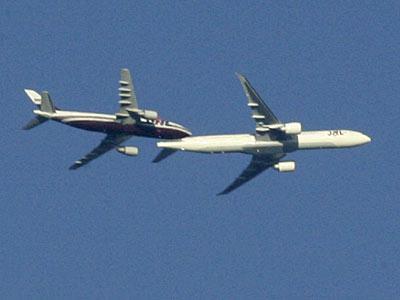 Fotos mostram a colisão entre 2 aviões em pleno ar! Verdadeiro ou falso?