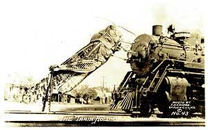 Fotomontagem para um cartão postal ! Um gafanhoto tenta parar um trem!