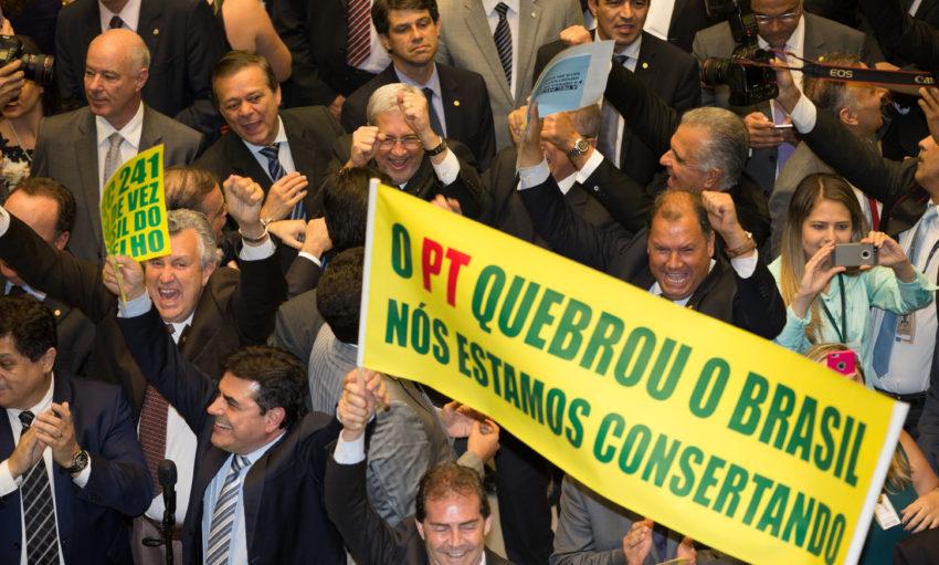Brasília- DF 10-10-2016 Deputados comemoram a aprovação da PEC 241 no plenário da câmara. Foto Lula Marques/Agência PT