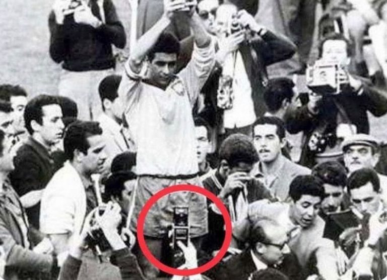 """Foto da Copa do Mundo de 1962 não mostra um """"viajante do tempo"""""""