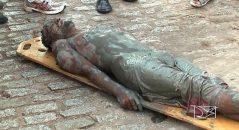 Esse seria o corpo do ator Domingos Montagner quando foit retirado da água! Será verdade? (foto: Reprodução/Facebook)