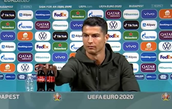 É verdade que a queda nas ações da Coca-Cola foi culpa do Cristiano Ronaldo?