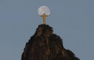 Cristo e a Lua - Marcia Foletto para o jornal O Globo!