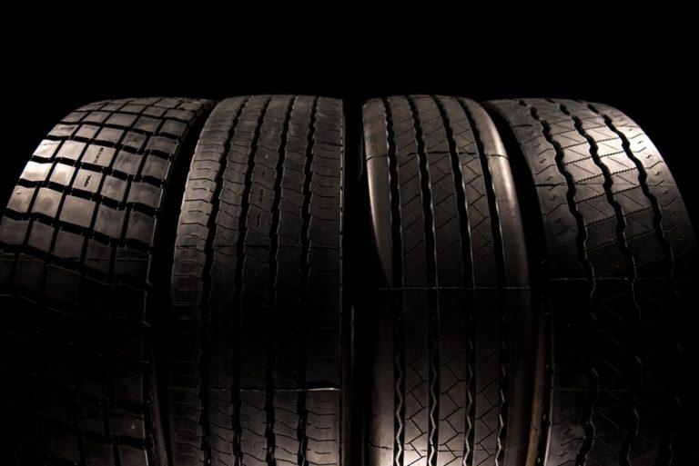 Será verdade que pneus possuem indicação de velocidade máxima suportada?