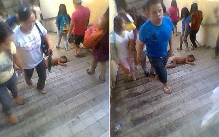 Um bebê foi fotografado caído numa escadaria sem ninguém fazer nada ao redor?