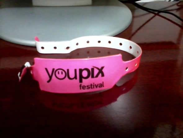 Debate no Youpix (pulseira dos palestrantes)