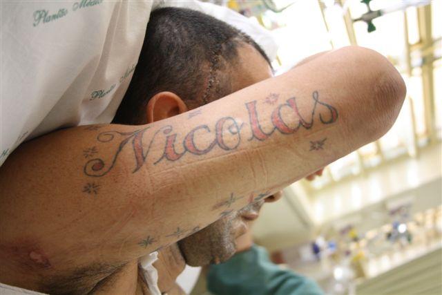 Paciente desconhecido do 808 do HC detalhe da tatuagem
