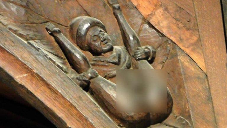 Uma escultura erótica de um homem foi encontrada em uma igreja de 800 anos?