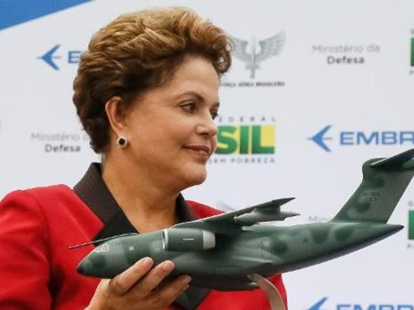 Presidente Dilma teria aprovado uma lei exigindo sigilo nas investigações sobre acidentes aéreos! Verdade ou farsa? (foto: Reprodução/Facebook)