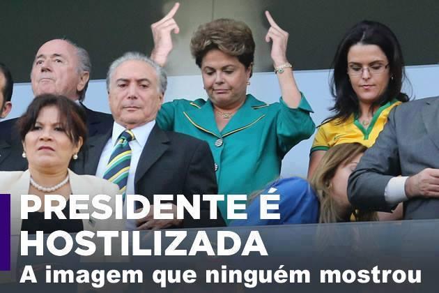 Foto mostra a Presidente mostrando o dedo para a torcida! Verdade ou farsa? (foto: reprodução/Facebook)