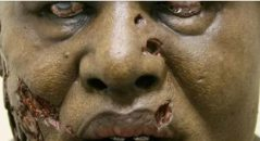 Vítima fatal do ebola levanta do mortos! Zumbis? (foto: Reprodução/Facebook)
