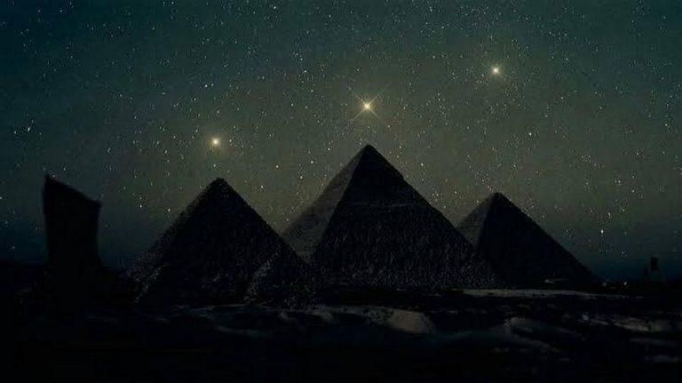 Foto das Pirâmides de Gizé alinhadas com o Cinturão de Órion é verdadeira ou falsa?