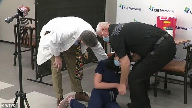 Enfermeira desmaia por causa da vacina contra o coronavirus! Será verdade?