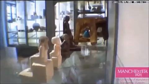 Em sete dias, aparentemente, o artefato de 10 centímetros de altura teria girado 180°! (reprodução: YouTube)
